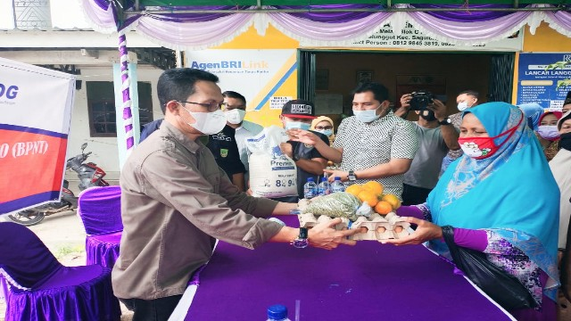 Amsakar Achmad, Wakil Wali Kota Batam Salurkan BPNT