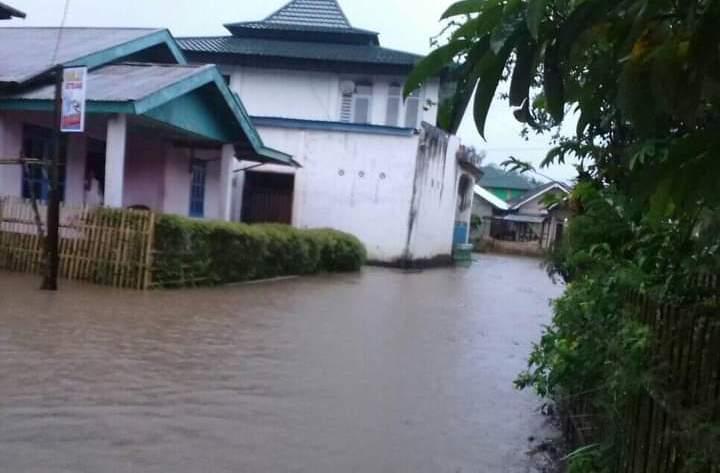 Akses Menuju Kampung Bupati Kopli Ansori, Dilanda Banjir
