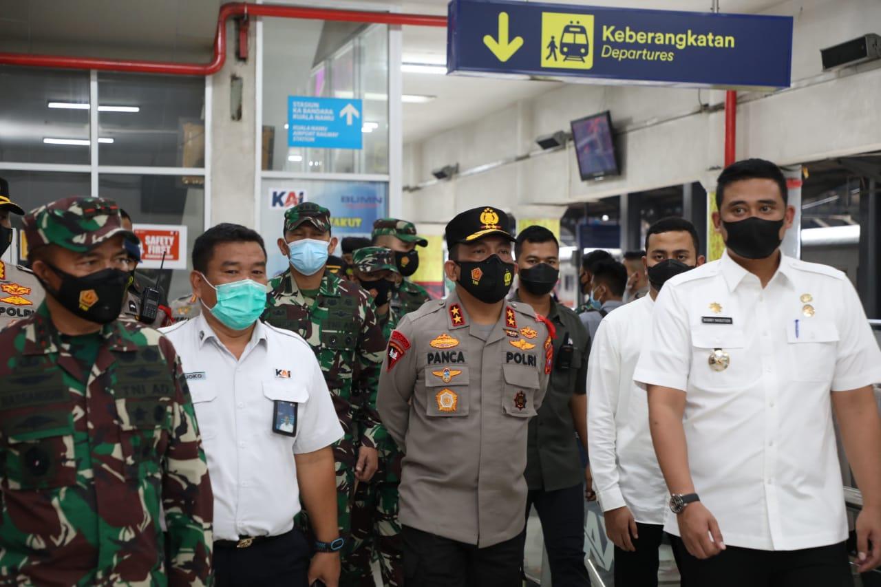 Kapoldasu, Pangdam I/BB dan Wali Kota Medan Tinjau Penerapan Prokes di Stasiun Kereta Api
