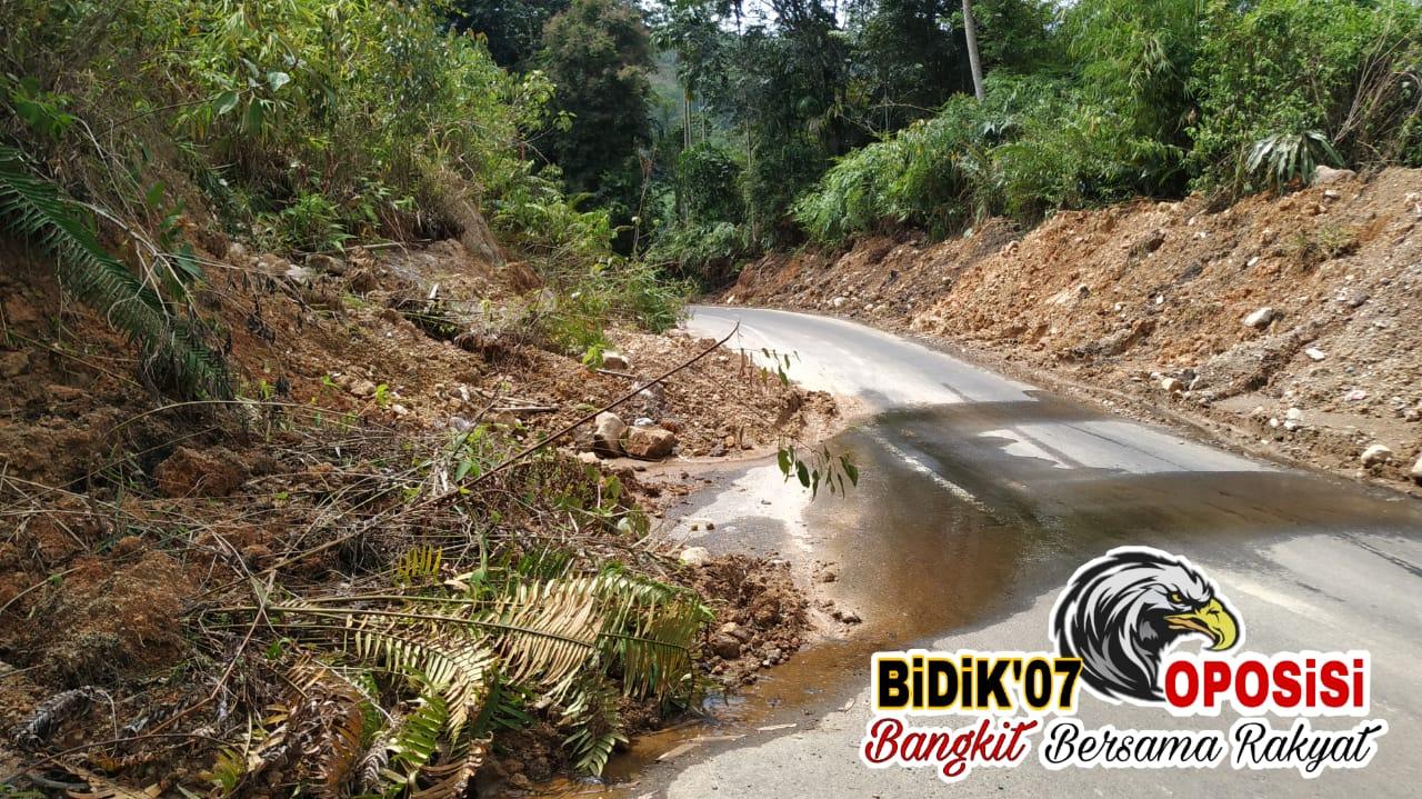 Bekas Material Longsor, Rumaja Provinsi Lebong-Curup Menyempit