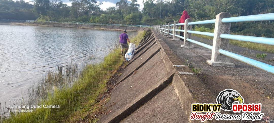 Serakan Sampah di Danau Picung Mulai Dibersihkan